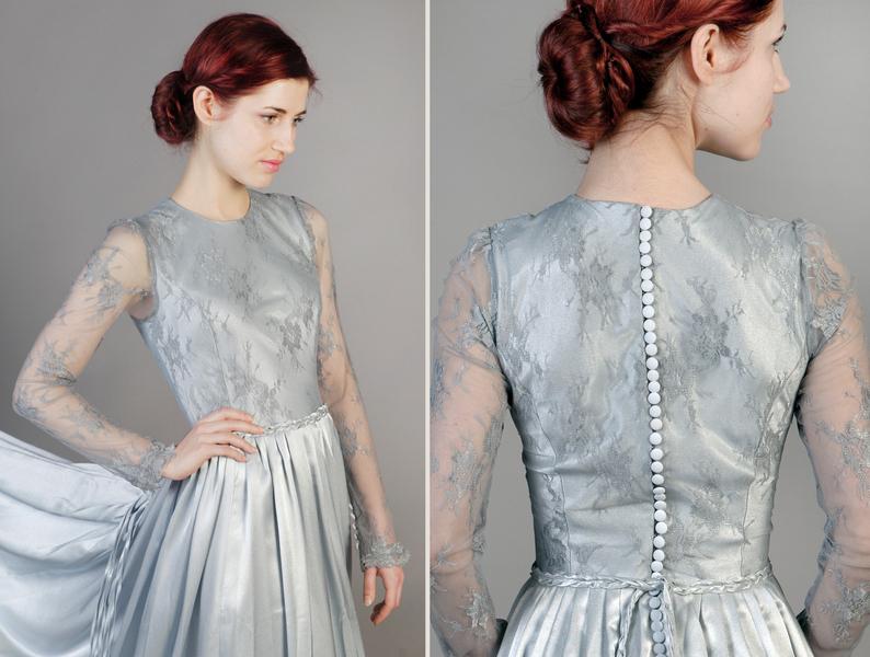 Auf einhochzeitsblog.com: silbernes Brautkleid von femkit