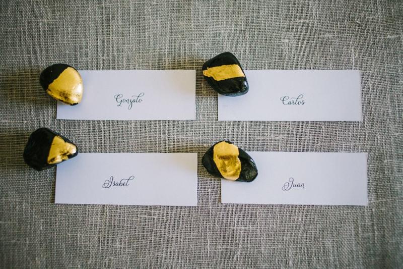 3 Vergoldete Kieselsteine Platzkarten DIY von Belle & Chic