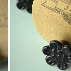 diy tischkarten aus holz 3 300 300 hochzeitsblog. Black Bedroom Furniture Sets. Home Design Ideas