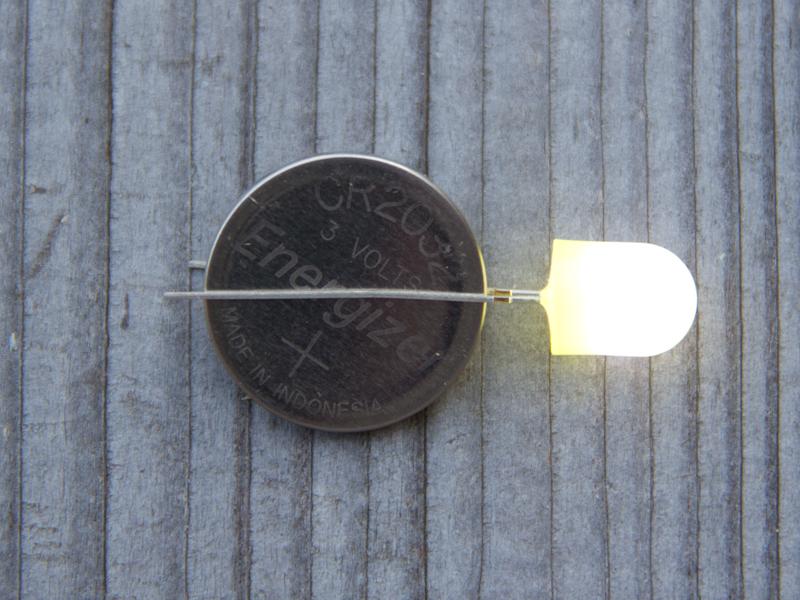 Die LED leuchtet, wenn sie an der Kopfzelle angeschlossene ist