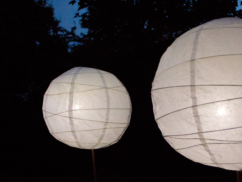 Lampions mit LED's ohne Stromkabel zum Leuchten bringen