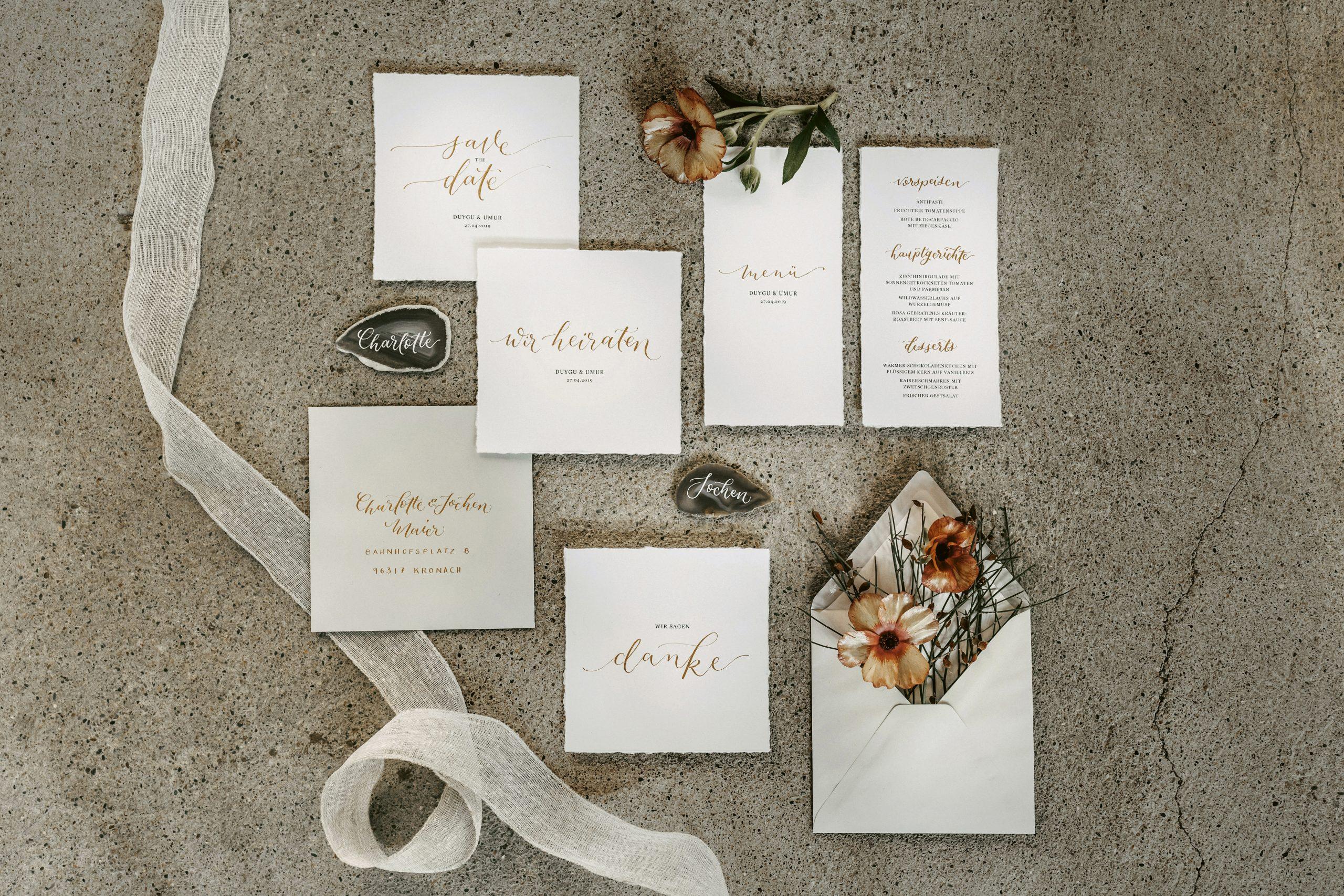 Papeterie mit Handlettering für eure exotische Hochzeitsinspiration