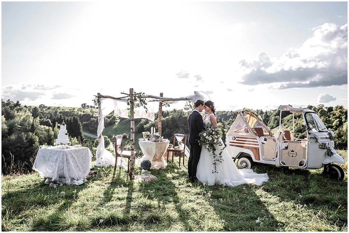 Niedlich Kleidebene Für Die Hochzeit Bilder - Brautkleider Ideen ...